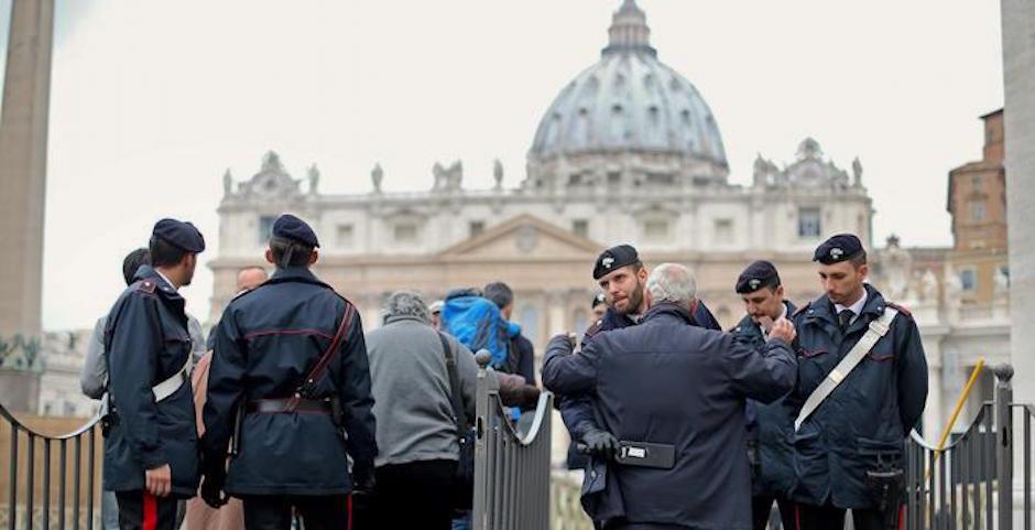 Controlli antiterrorismo in Piazza San Pietro