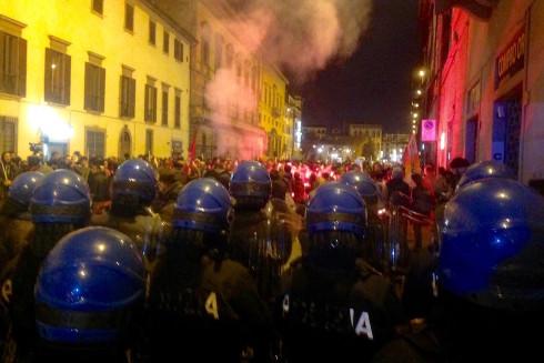 Il corteo di manifestanti contro la Leopolda 6