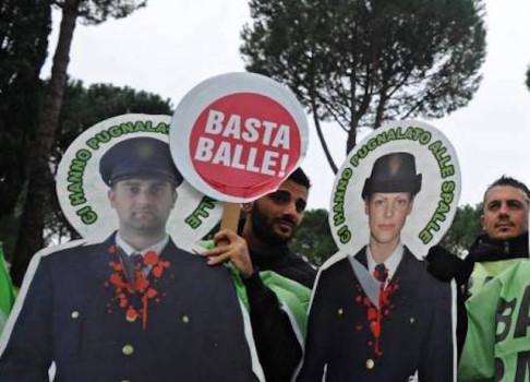 Sindacati di Polizia protestano a Pontassieve dove abita il premier Renzi