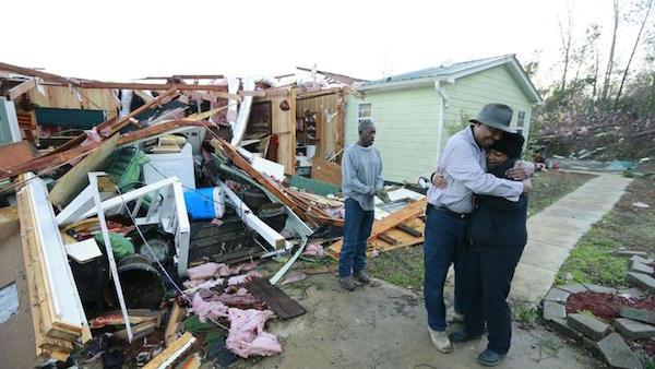 I danni del tornado nel Mississipi