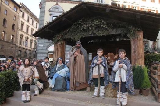 Il presepe vivente davanti al Duomo di Firenze (foto Opera di Santa Maria del Fiore)