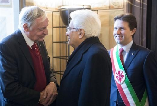 Il presidente Mattarella con il professor Ceccuti e il sindaco Nardella