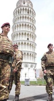 Parà della Folgore nell'Operazione strade sicure a Pisa