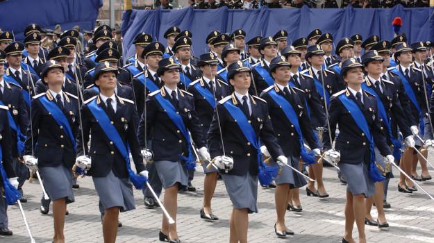 Giovani allievi funzionari della Polizia di Stato
