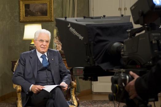 Il presidente Sergio Mattarella durante la diretta tv il 31 dicembre 2015