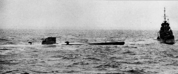 Il sottomarino U-110 e il cacciatorpediniere inglese Bulldog