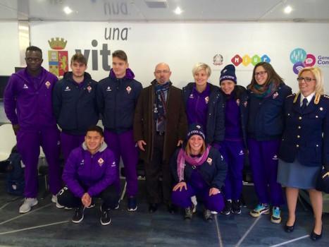 """Atleti delle squadre giovanili della Fiorentina ospiti a """"Una vita da social"""". Al centro Roberto Sgalla"""
