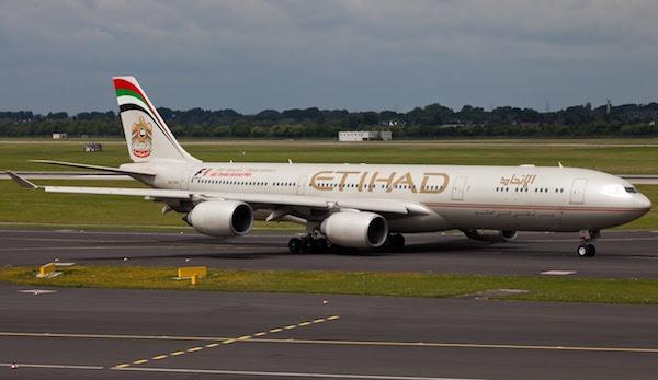 Un Airbus 340-500 di Ethiad come quello preso in leasing dalla Presidenza del Consiglio