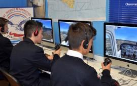 Studenti dell'Istituto Lindbergh nell'aula simulazioni di volo