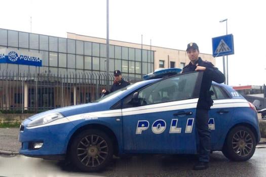 La Polizia ha arrestato la falsa artista di strada