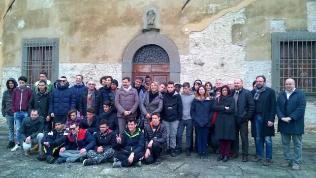 """Il gruppo di docenti e studenti della """"Scuola di contadini"""" a San Casciano in Val di Pesa"""