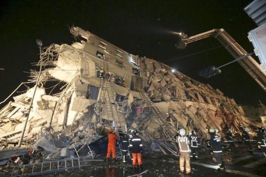Si cercano superstiti tra le rovine a Taiwan