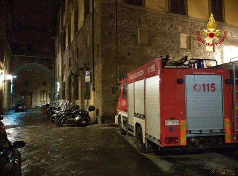 La squadra dei Vigili del Fuoco in piazza Peruzzi