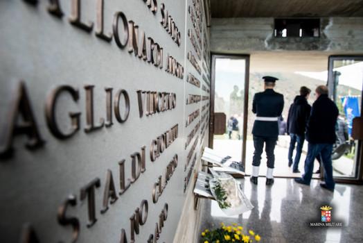 Il monumento ai Caduti del Monte Serra (Foto Laboratorio Fotografico Accademia Navale)