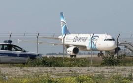L'aereo Egyptair dirottato a Cipro