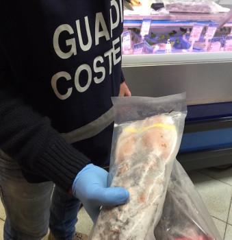 Pesce non in regola con le norme sulla vendita sequestrato dalla Guardia Costiera