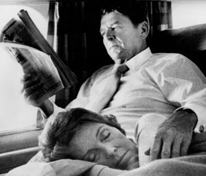 Ronald e Nancy Reagan in aereo