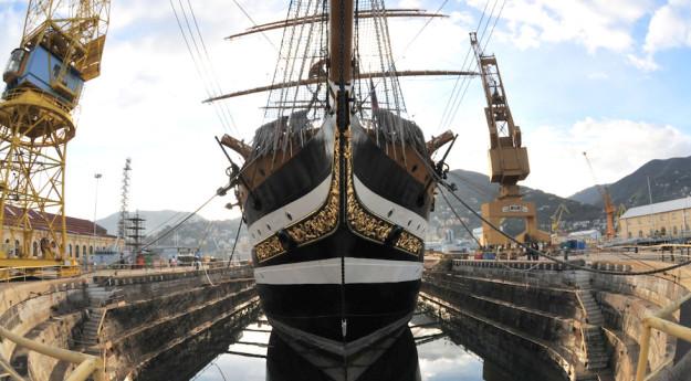 Nave Vespucci durante la sosta in cantiere