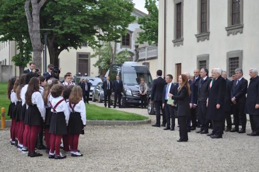 L'arrivo del presidente Mattarella a Castel Pulci accolto dal coro delle voci bianche della Scuola di Musica di Scandicci