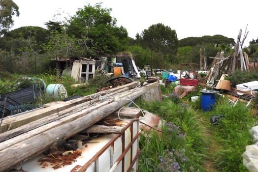La discarica si trova a circa 2 chilometri dal Santuario di Montenero
