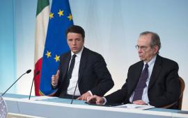 Matteo Renzi con il ministro Padoan alla conferenza stampa del 29 aprile