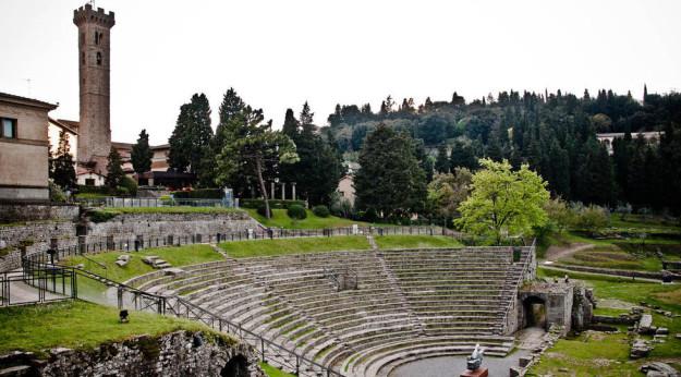 Una veduta del Teatro Romano e del campanile di Fiesole