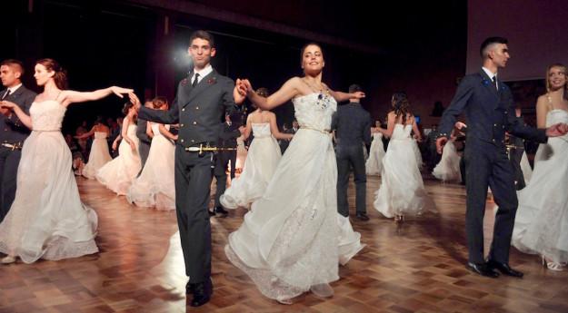 Il ballo delle debuttanti 2016 alla Scuola Aeronautica Douhet