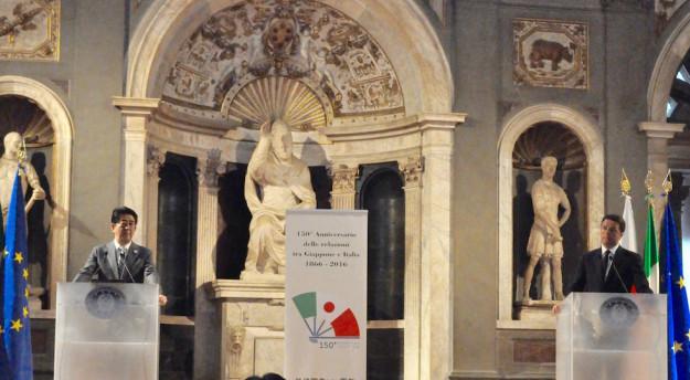 Il premier Shinzo Abe e Matteo Renzi a Palazzo Vecchio
