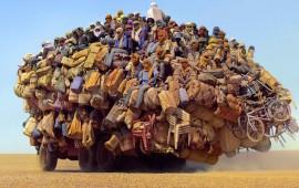 Un'immagine di migranti nel deserto che sta facendo il giro del web
