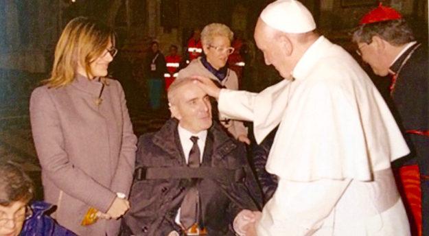 L'incontro tra Papa Francesco e Giuseppe Giangrande il 10 novembre 2015 durante la visita del Pontefice a Firenze