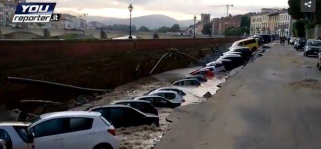 La voragine sul Lungarno Torregiani a Firenze