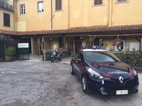 I Carabinieri davanti all'ingresso della RSA