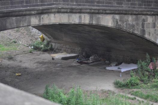 Ore 16 : l'accampamento sotto l'arcata del èponte sul Mugnone
