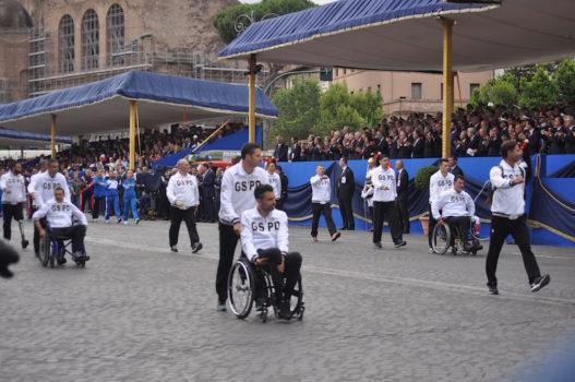 Atleti del Gruppo Sportivo Paralimpico Difesa alla parata 2016 a Roma