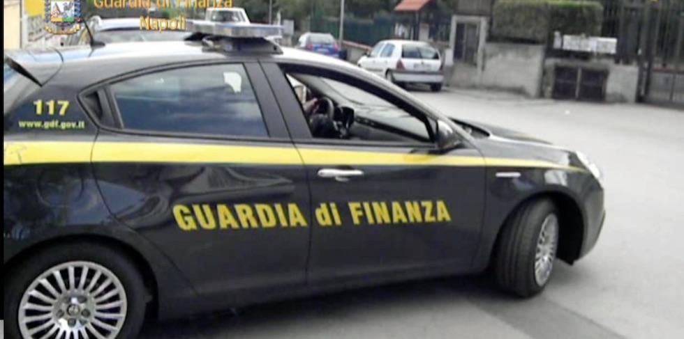 Gli arresti sono stati eseguiti dalla Guardia di Finanza di Firenze e Napoli