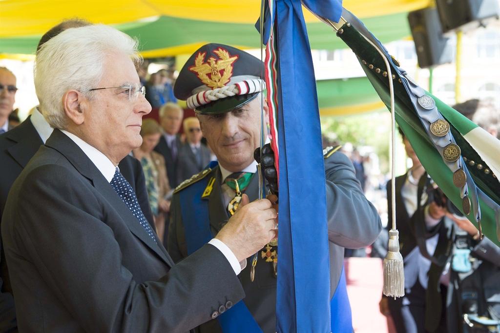 Il presidente Mattarella e il generale Toschi