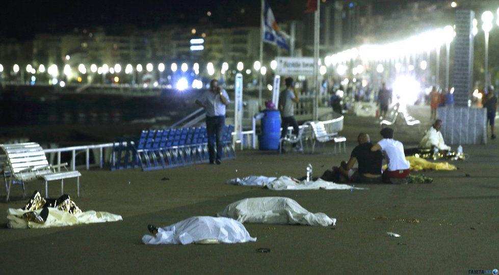 14 luglio 2016: corpi senza vita lungo la Promenade des Anglais a Nizza