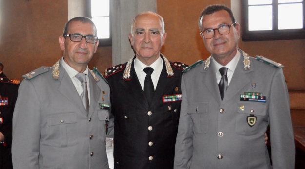 Il comandante generale dei Carabinieri Tullio Del Sette (al centro) durante un incontro a Firenze con il comandante regionale della Forestale per la Toscana Giuseppe Vadalà (a sin.) e il comandante delle Scuole della Forestale Umberto D'Autilia