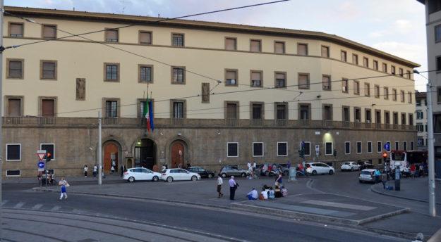 La caserma della Scuola Marescialli Carabinieri in piazza Stazione a Firenze