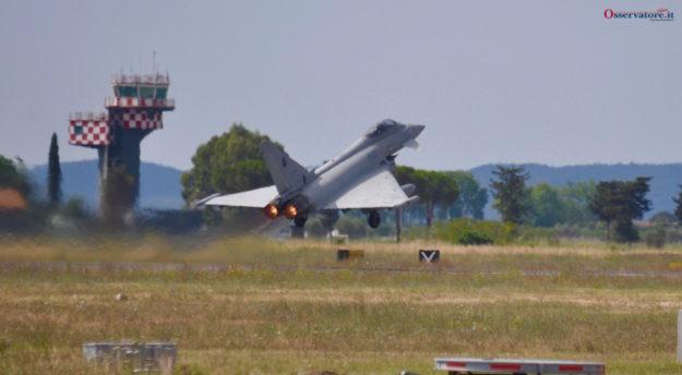 Un Eurofighter della difesa aerea nazionale decolla da Grosseto