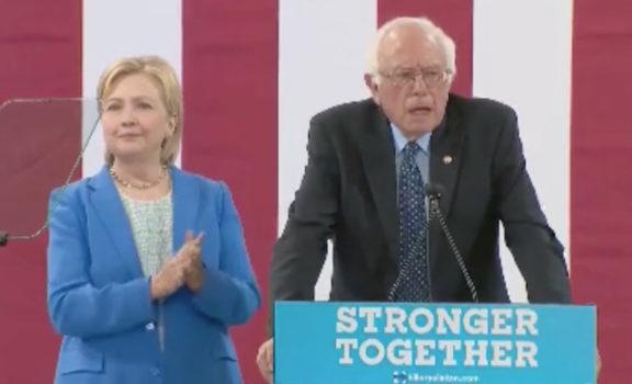Hillary Clinton e Bernie Sanders non più avversari