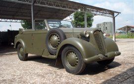 """Alfa Romeo """"6C 2500 Coloniale"""" nel Museo della Motorizzazione Militare a Roma"""