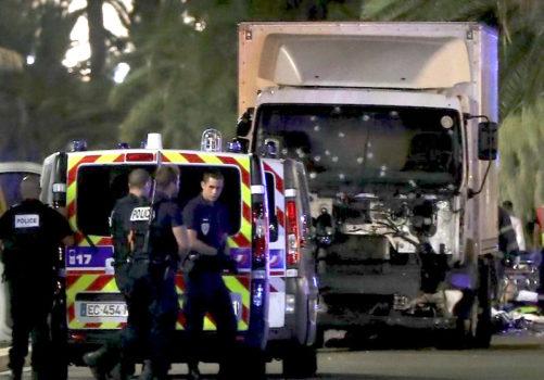 Il camion dell'attacco crivellato dai colpi della polizia