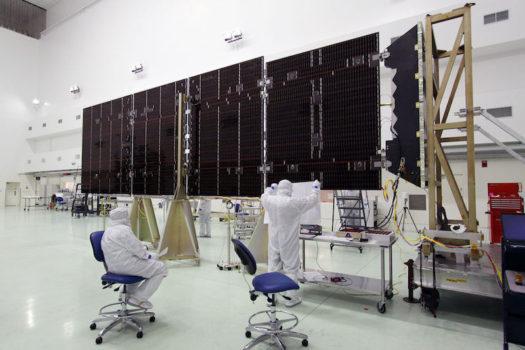 Uno dei grandi pannelli solari della sonda Juno
