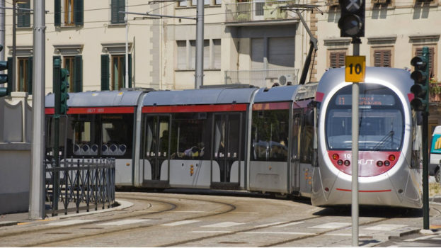 Un tratto della tramvia di Firenze già in servizio