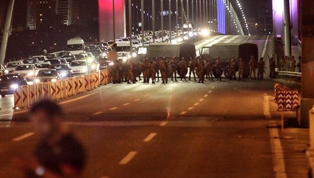 Ponti sul Bosforo bloccati dall'Esercito