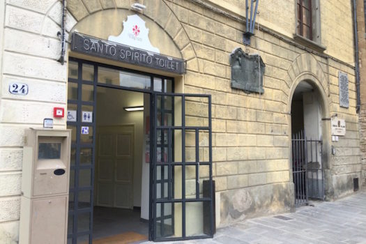 I bagni pubblici in piazza Santo Spirito