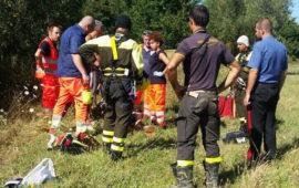I soccorritori davanti al corpo senza vita a Montebonello