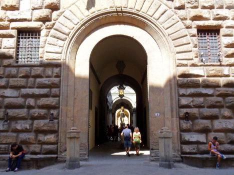 L'ingresso a Palazzo Medici Riccardi da via Cavour a Firenze