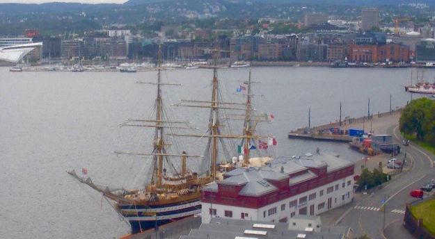 Nave Vespucci nel porto di Oslo (foto dalla Webcam dell'Autorità portuale)